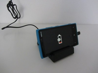 EasyAcc Ladestation lädt Handy auf